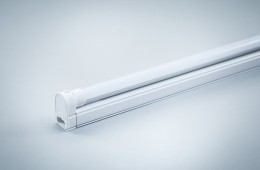 Greenie LED T5 Tubes with fixture