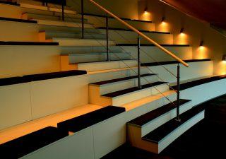 Oświetlenie schodowe LED. Które wybrać?
