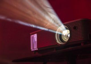Daj się zauważyć – projektory reklamowe LED